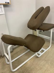 椅子式施術台